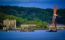 Thames_Barge_off_Upnor_Castle