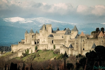 01-cite-de-carcassonne-avec-montagne_600x400