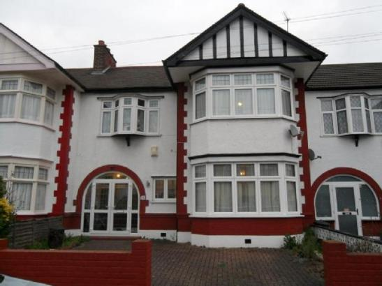 3_bedroom_terraced_house_to_rent_in_albemarle_gardens_ilford_ig2_london_1640085483561535689